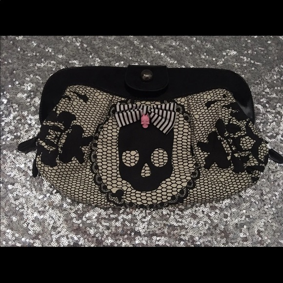 Handbags - Large skull clutch